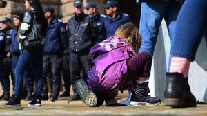 Страховете на родителите, че държавата ще им взема децата, са измислени