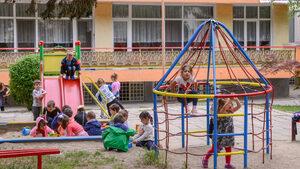 В детските градини децата намаляват, а персоналът се увеличава