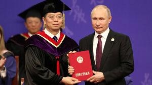 """Китайският президент Си Цзинпин направи доктор """"най-добрия си приятел"""" Путин"""