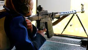 Швейцария гласува дали да затегне правилата за притежанието на оръжия