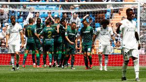 """""""Реал"""" (Мадрид) завърши сезона с 12-а загуба и освирквания у дома"""