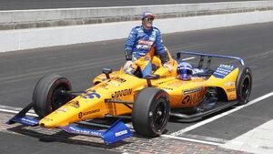 """Мечтата на Алонсо за победа в """"Инди 500"""" угасна след провал в квалификацията"""