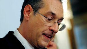 Традиционните партии виждат надежда в падането на лидера на крайнодесните в Австрия