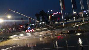 Двуетажно кръстовище във Варна пропадна часове след като премиерът похвали качеството му