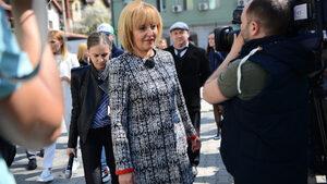 Кратки новини: Мая Манолова ще иска ДДС при дарението на книги да падне