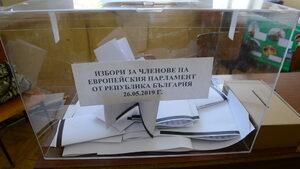 Младежи купуват гласове по 20 лв. в Брезник, в Добрич чупят витрина на партиен офис