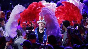 Фотогалерия: Шоуто на Тайсън Фюри и победата му с нокаут в Лас Вегас