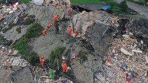 Най-малко 12 души загинаха, над 130 са ранени при земетресение в Китай