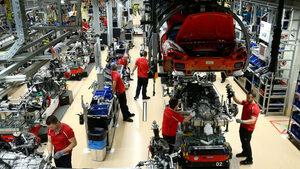 Продажбите на нови коли в ЕС мръднаха леко нагоре след осем месеца на спад