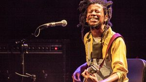 Сибусиле К'аба прави четири афро джаз спирки по следите на слънцето