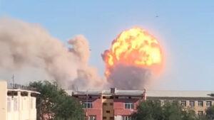 Взрив във военен склад предизвика трус от 3.5 в Казахстан (видео)