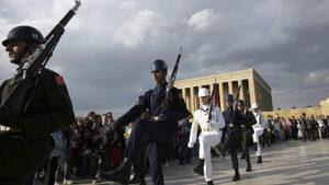 Военната служба в Турция става само 6 месеца и ще е още по-кратка при заплащане
