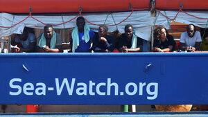 Държавите в ЕС не са длъжни да приемат кораби с мигранти, заяви Еврокомисията