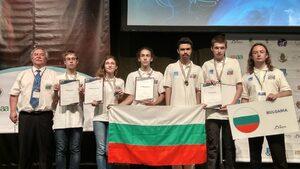 Всички български състезатели по астрофизика се прибраха с медали