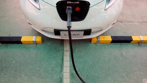 Продажбите на електрически автомобили в Китай с първи спад от две години
