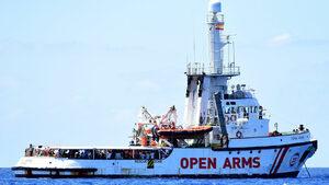 Хуманитарна организация отказа корабът й с мигранти да плава до Испания