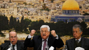 Бившето палестинско правителство трябва да върне десетки хиляди долари бонуси