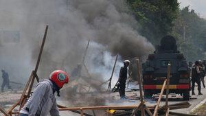 Индонезия спря интернет в две провинции заради протести