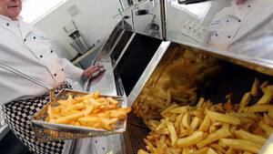 Момче ослепя след години ядене само на чипс и пържени картофи