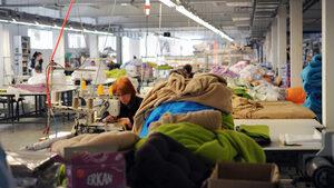 Промишленото производство бележи слаб ръст през юни