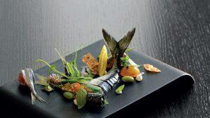 Черноморски сафрид и скумрия с пелмени, миди и водорасли