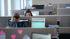 Работата над 40 часа седмично е не само вредна, а и безсмислена
