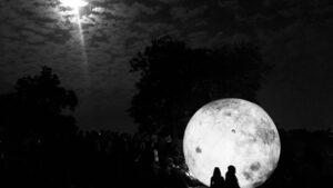Две луни