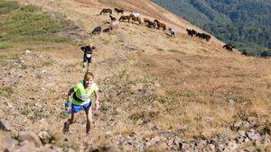 Фотогалерия: С усмивка, маратонки и колело - поглед към състезание в Средногорието