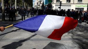 Над 100 души са задържани на протестите в Париж (обновена)