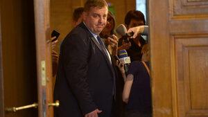 """Това, което Каракачанов нарича """"глаголстване"""", е работа – прецизна и разобличаваща"""