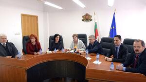 Антимонополната комисия си даде още 4 месеца да проучва сделката за ЧЕЗ