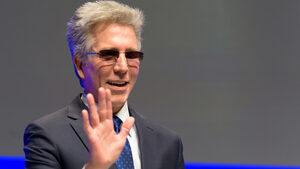 Бил Макдермът се оттегля от управлението на SAP