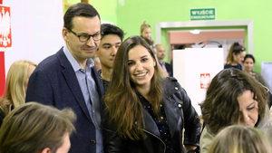 Втори мандат за национал-популистите в Полша, получаващи почти 44% от гласовете