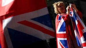 """Високи такси и кратки срокове: проблемите за британците в ЕС при """"хаотичен"""" Брекзит"""