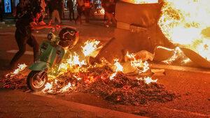 Десетки хиляди протестираха в Барселона заради осъдените сепаратисти