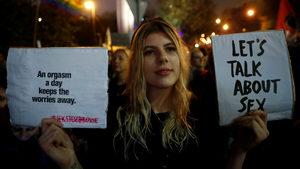 Полша е разделена около плана за три години затвор заради сексуално образование