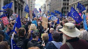 Мирен протест В Лондон, за разлика от Барселона, и също по тема от огромно значение.