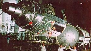 В надпреварата със САЩ руснаците са оставили космонавтите си без скафандри