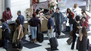 Почти 12 хил. хотела се свързаха онлайн с НАП, МВР и общините