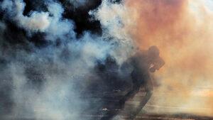 Снимка на деня: В мъглата на протеста