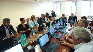 Всеки от 25-те членове на ВСС отговаря с името, авторитета и съвестта си за Гешев