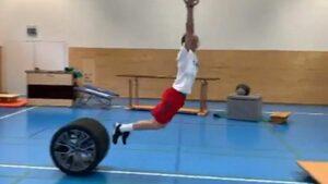 Невероятната тренировка за баланс, изпълнена безгрешно след... 232 опита