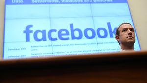 """""""Фейсбук"""" премахва името на възможния разобличител в разследването за импийчмънт на Тръмп"""