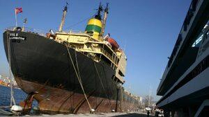 """След 13 години прокуратурата повдигна обвинения на двама души за потъването на кораба """"Хера"""""""