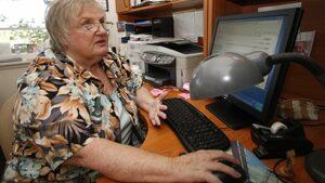 Милиони възрастни хора са самотни и технологиите могат да променят това, сочи проучване