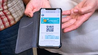 Снимка на деня: В София транспортните карти вече се купуват и през телефона