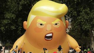 """Огромно надуваемо """"бебе Тръмп"""" полетя в Лондон (видео)"""