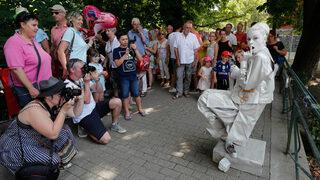 Фотогалерия: Статуите се разхождат във Валония