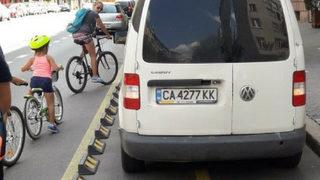 Неправилно паркиране на велоалея