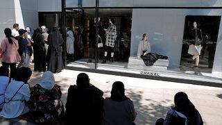 Туристите в Турция се втурнаха да пазаруват луксозни стоки заради кризата
